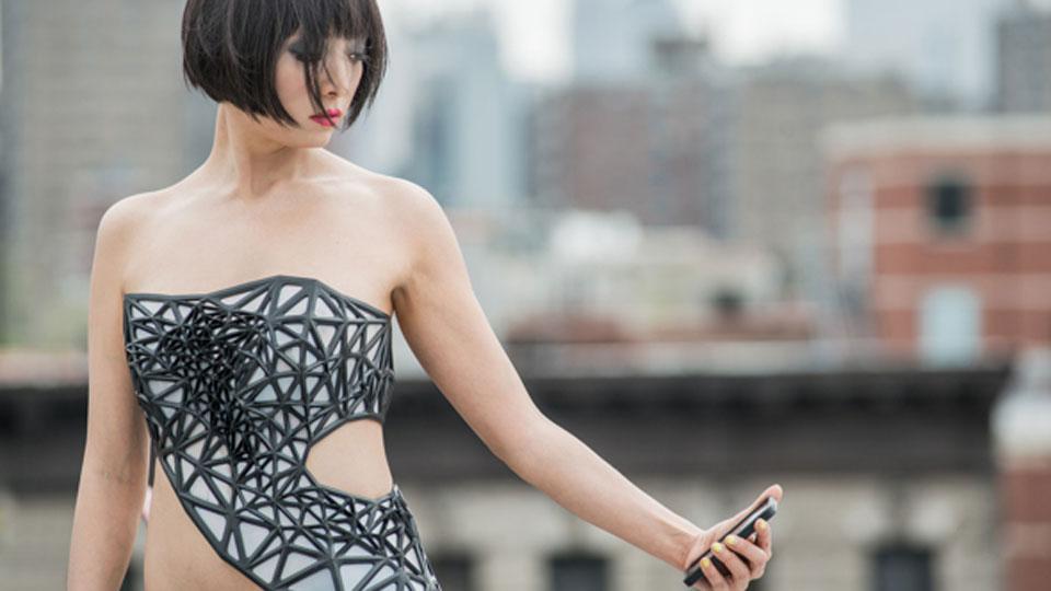 x-pose-vestido-transparente-dados-privacidade-web