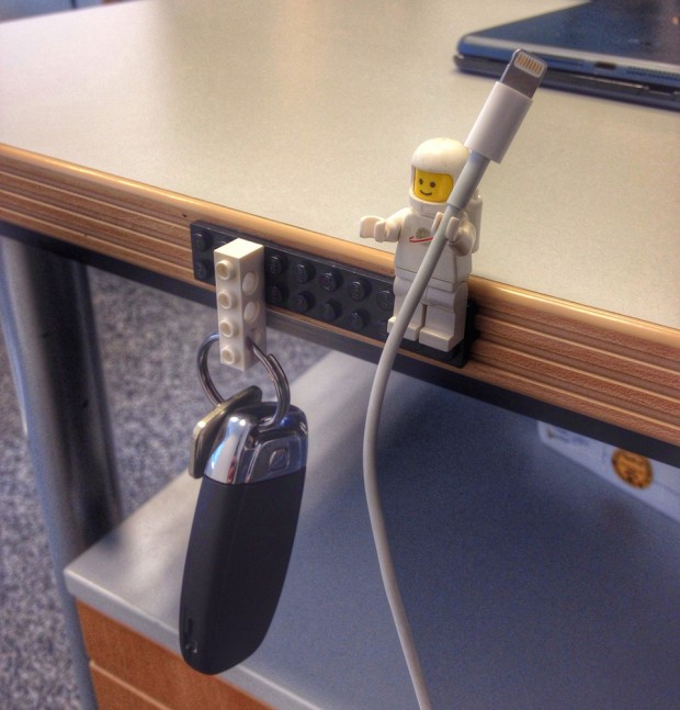 lego-sugru-minifig-cable-holder-by-2spinout-620x647