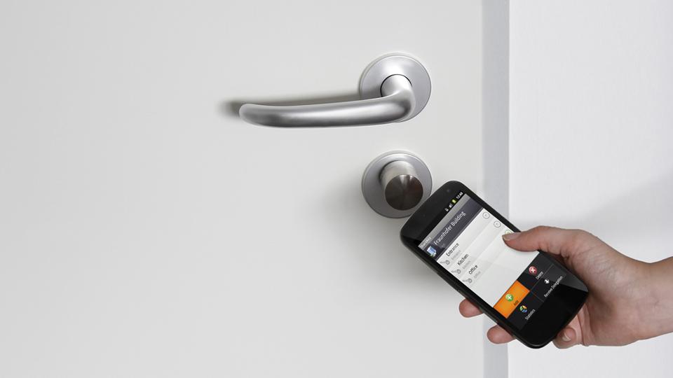 smartphone-open-door