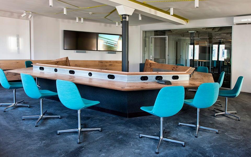 Sala de conferências para reuniões com os escritórios de San Francisco e Nova York, ambos tem arquitetura inspirada no espaço em Berlim