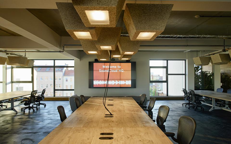 Este é um dos modelos de salas onde trabalham desenvolvedores e o suporte técnico