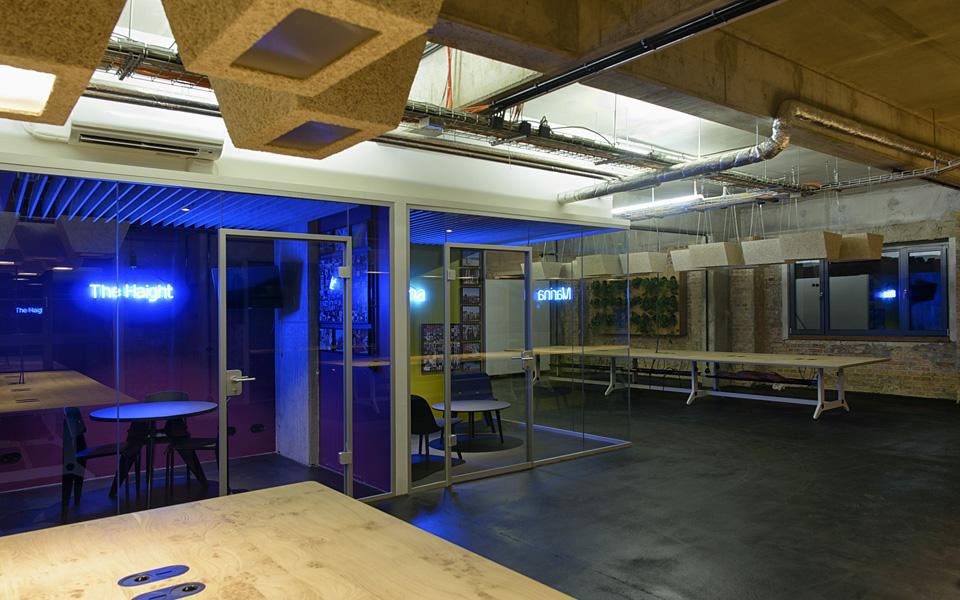 Vista do escritório assim que ele ficou pronto, em 2012, projeto dos arquitetos da Kinzo. O espaço era uma antiga cervejaria de quatro mil metros e atualmente tem 150 funcionários, mas pode acomodar até 350
