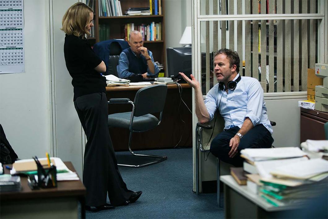 O diretor Tom McCarthy, à direita