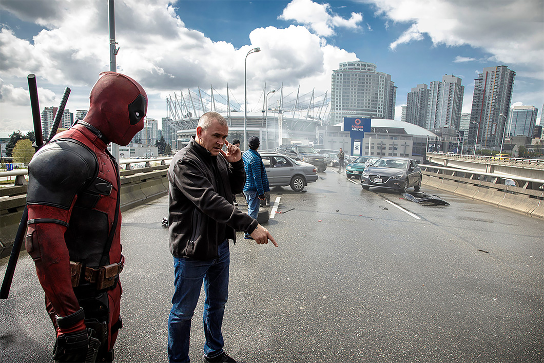 "O diretor Tim Miller no set de ""Deadpool"""