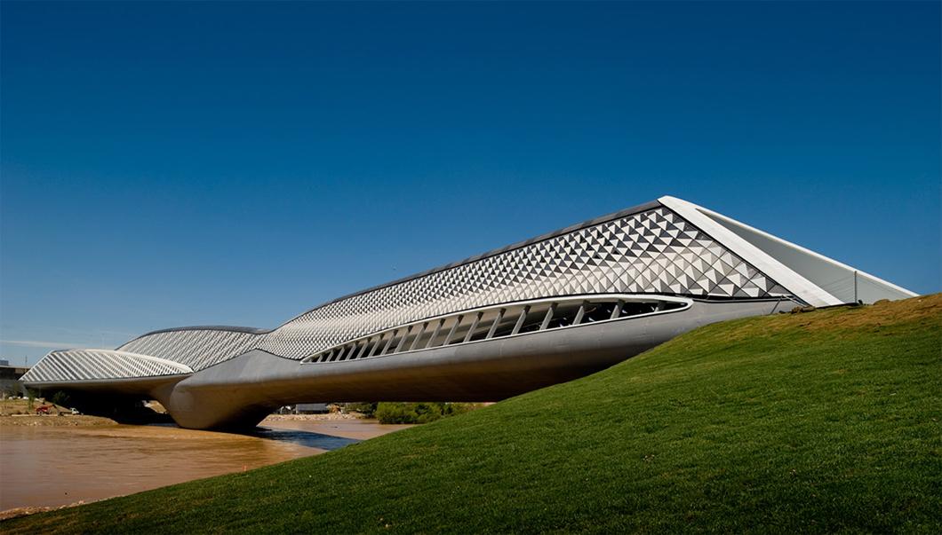 Pavilhão da ponte da cidade de Zaragoza, na Espanha.