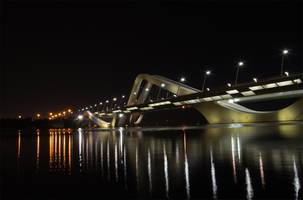 Ponte Sheikh Zayed, na cidade de Abu Dhabi, nos Emirados Árabes Unidos