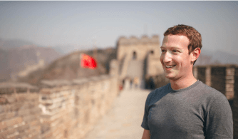 Mark Zuckerberg, CEO do Facebook, na Muralha da China