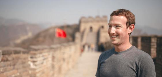 Mark Zuckerberg, CEO do Facebook, na Muralha da China