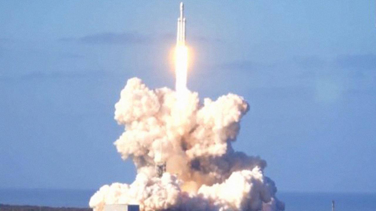 68b227db302 Falcon Heavy é lançado com sucesso e se torna o foguete mais potente do  mundo
