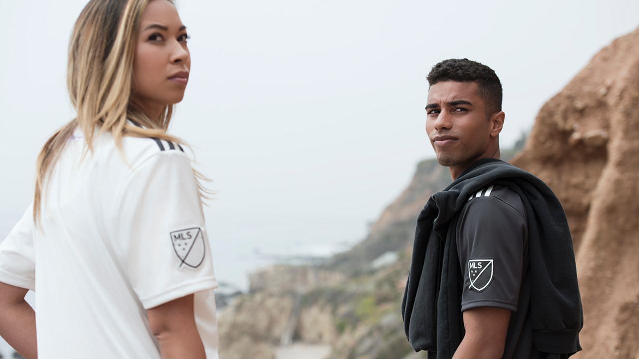 93cd74c8a1 Adidas lança camisetas de futebol feitas com resíduos de plástico do oceano
