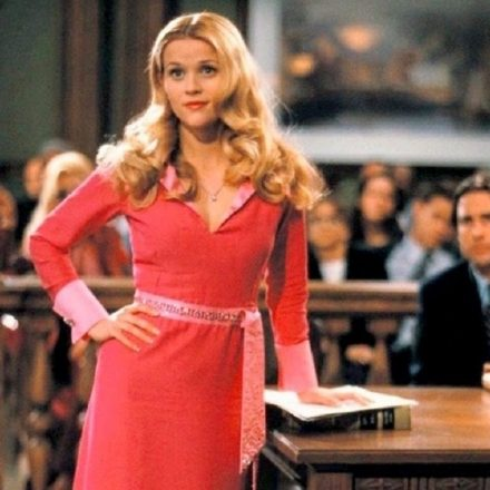 Reese-Witherspoon-as-Elle-Woods-in-Legally-Blonde-1200×719
