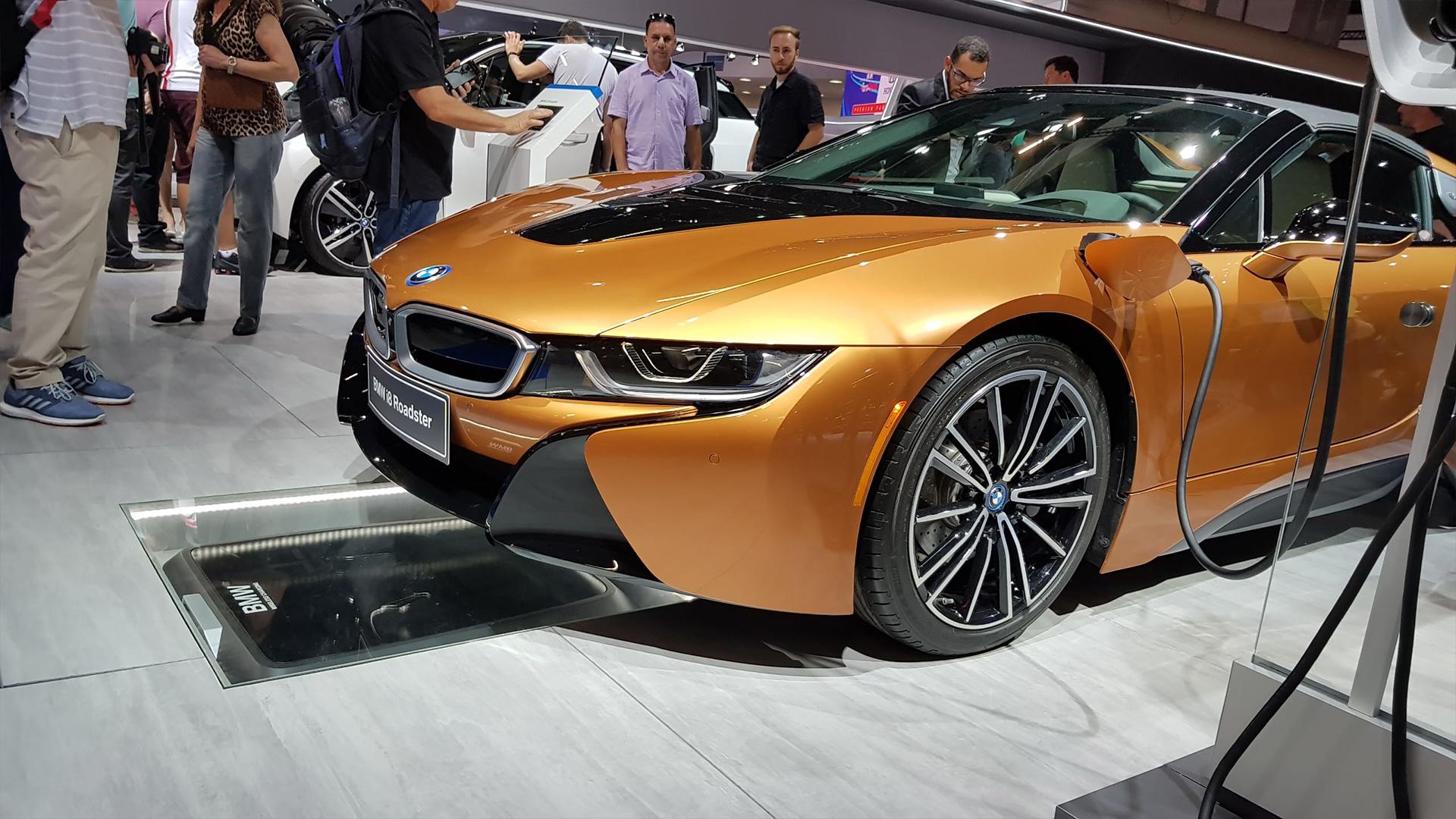 BMW i8 Roadster com opção de carregador wireless