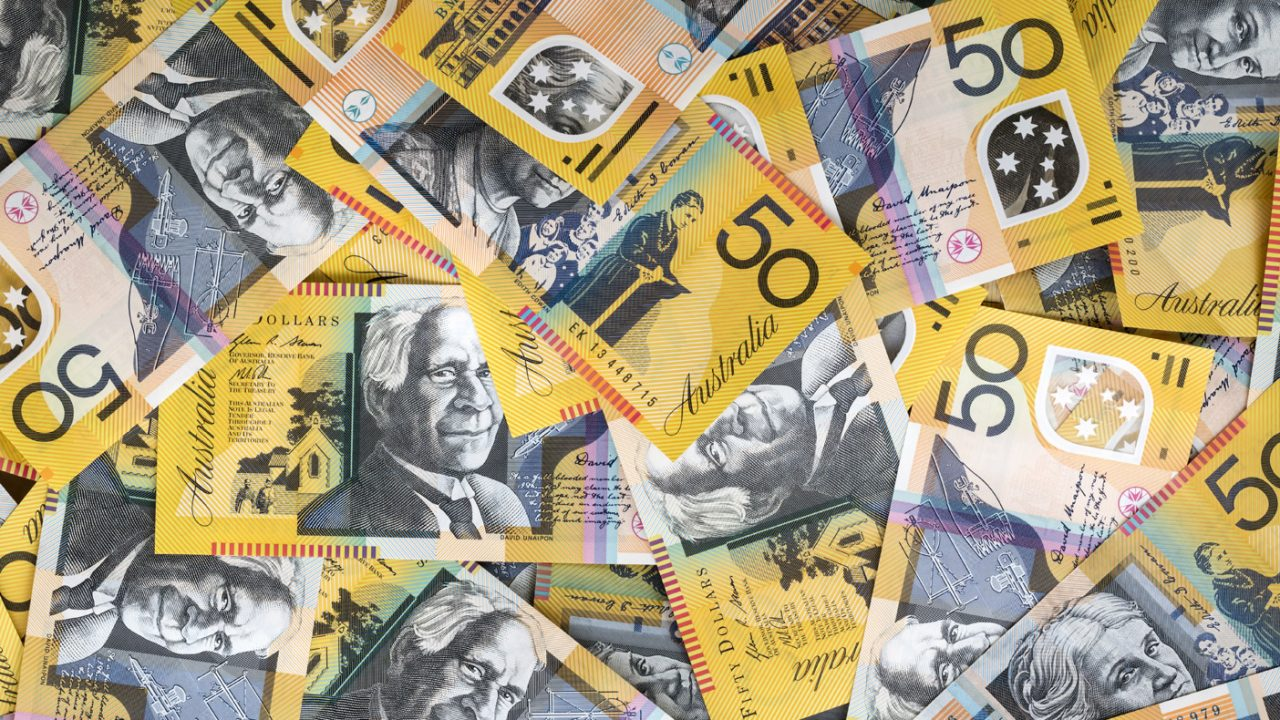 banner-australian-dollar-notes-many-layed
