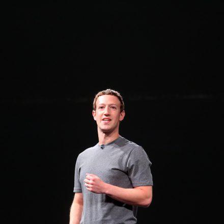 zuckerberg-mobile-world-congress-511577032