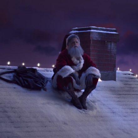 Papai Noel questiona ideal de bom comportamento do Natal em comercial sobre saúde mental