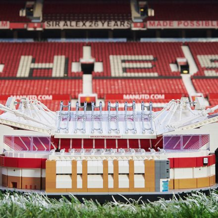 lego-creator-expert-manchester-united-old-trafford-stadium-set-1