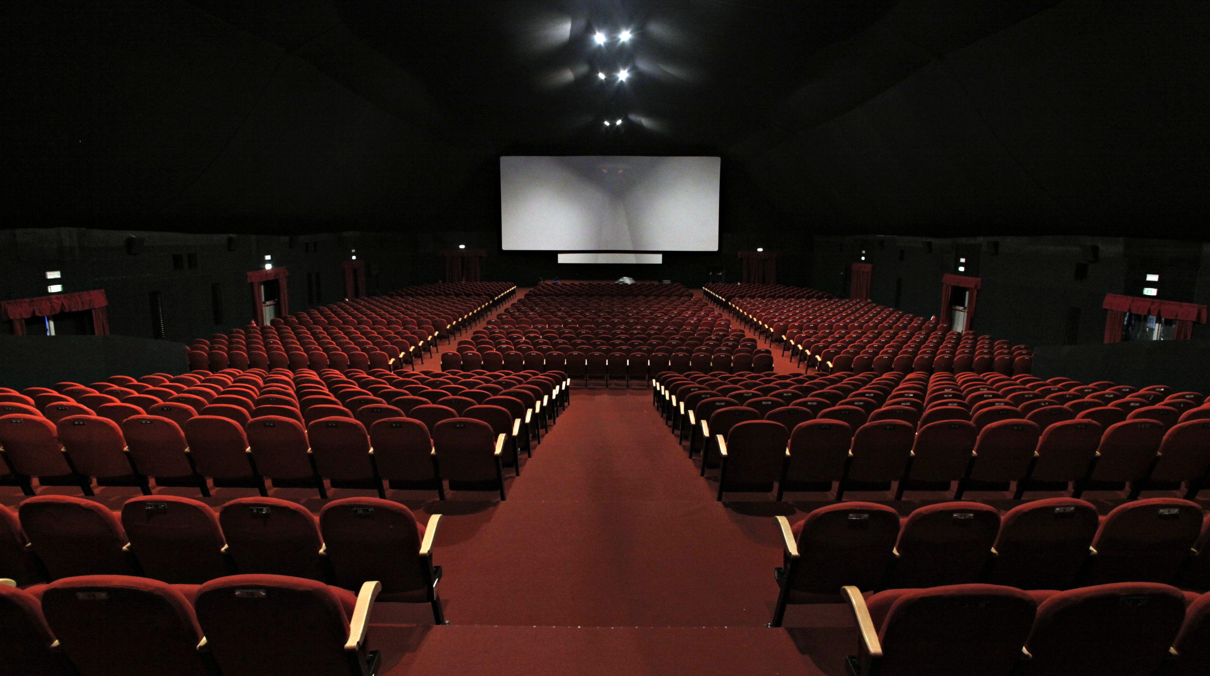Com coronavírus, cinemas italianos só podem operar com até 30% da lotação