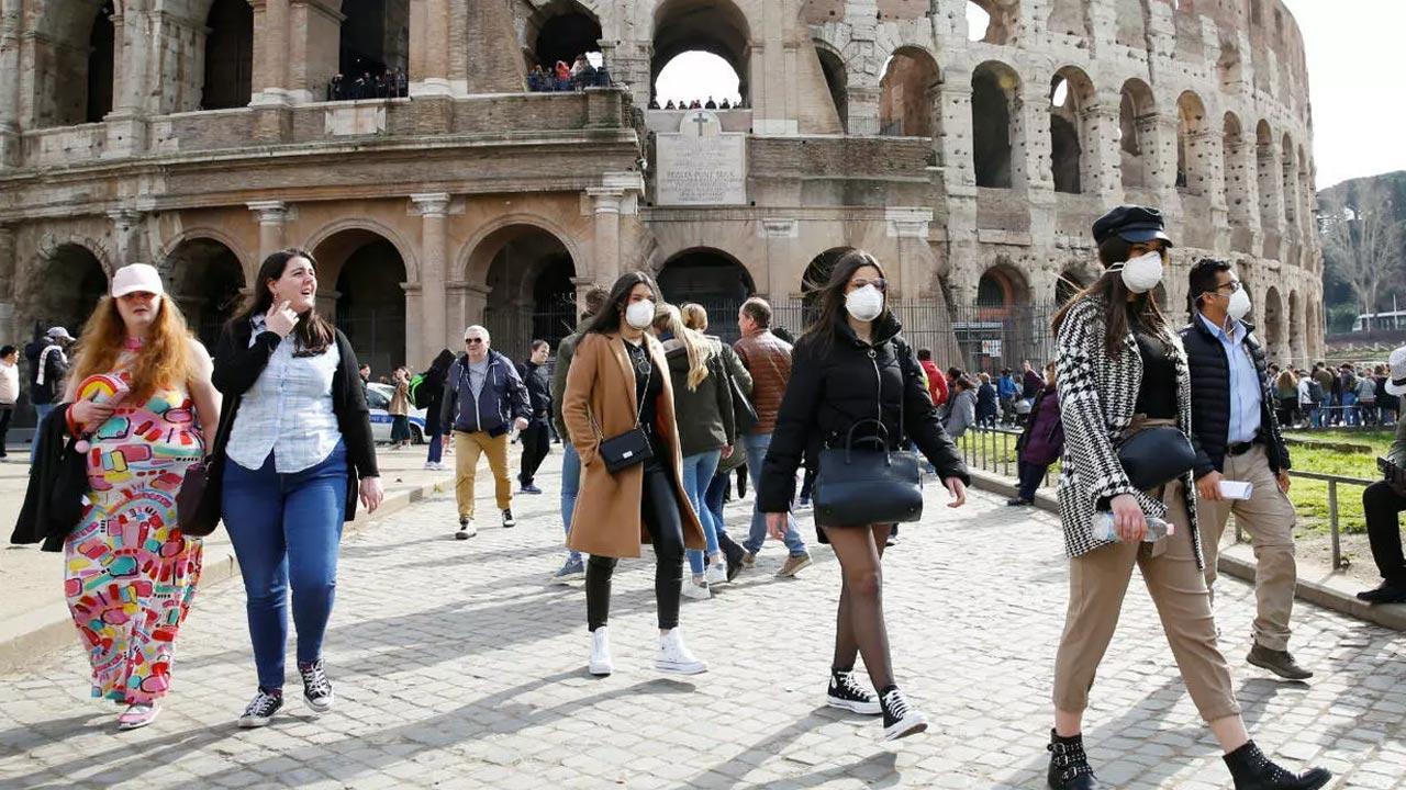 Itália utiliza robôs para medir temperatura e verificar uso de máscaras em comércios