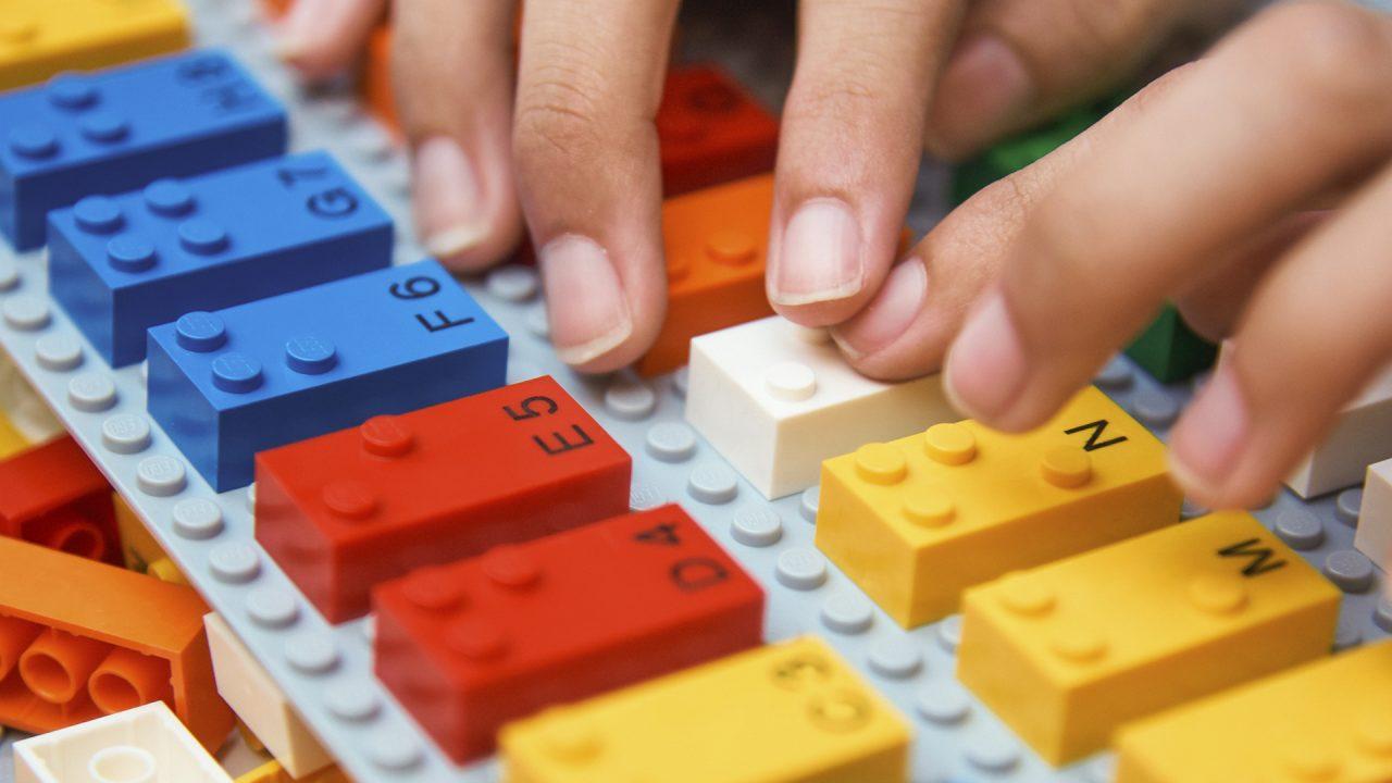 Lego-Braille-Bricks02