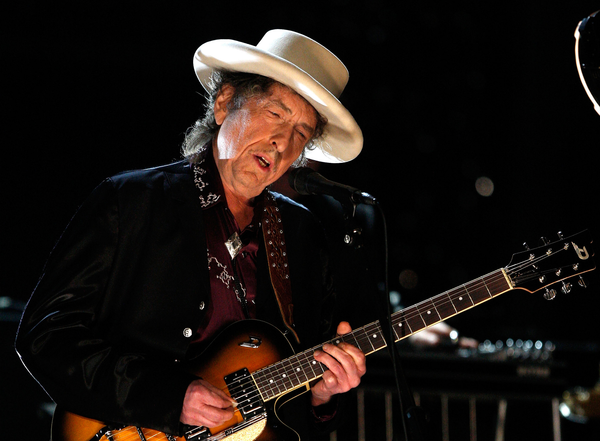 Por US$ 300 milhões, Universal Music compra todas as 600 canções de Bob  Dylan