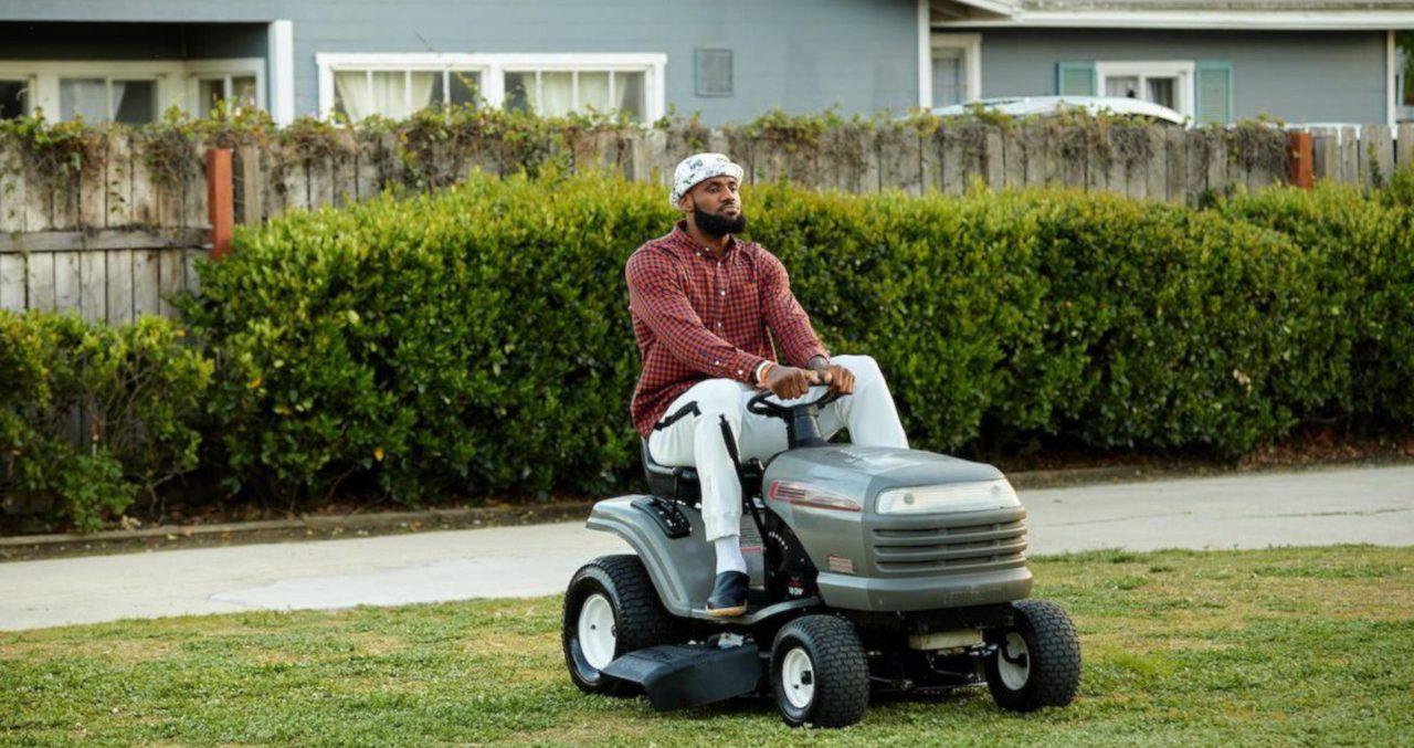 Dançando salsa e cortando grama, LeBron James estreia sua primeira campanha para Mtn Dew